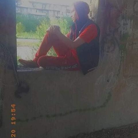 Alex14, 21 éves társkereső férfi -