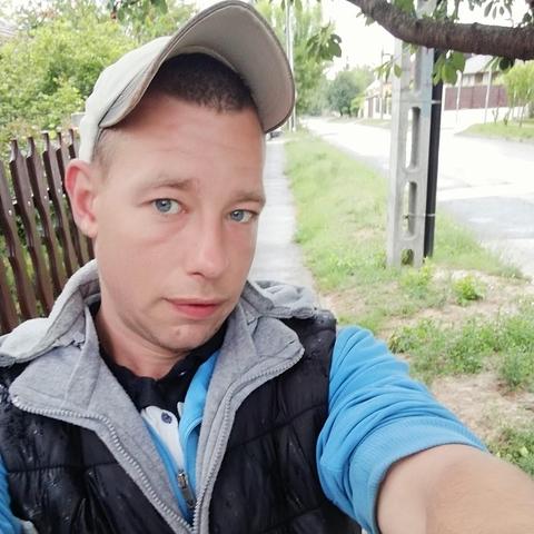 András, 27 éves társkereső férfi - Tárnok