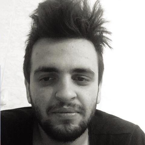 Zoli, 24 éves társkereső férfi -