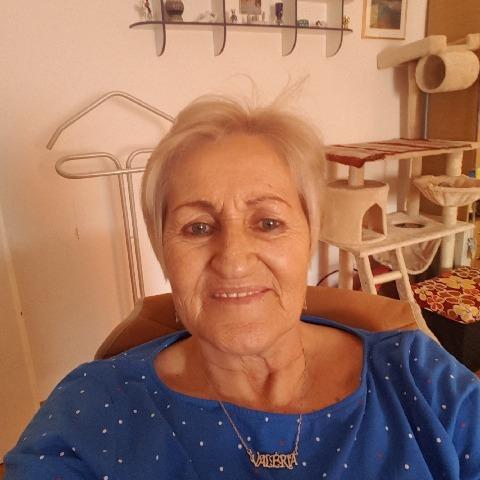 Valéria, 67 éves társkereső nő - Dunaújváros