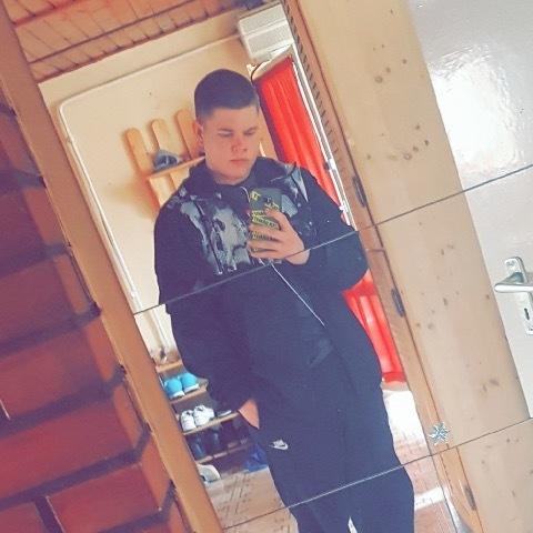 Kristóf, 18 éves társkereső férfi - Pilisvörösvár
