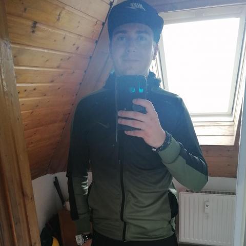 Attila, 22 éves társkereső férfi - Gyula