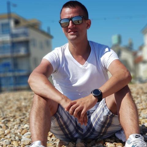 István, 34 éves társkereső férfi - Bagshot