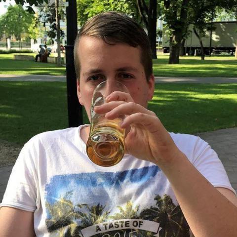 Péter, 26 éves társkereső férfi - Hort