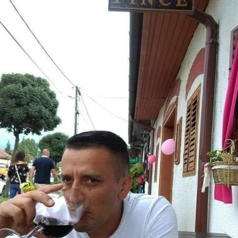 Jozsi, 37 éves társkereső férfi - Pécs