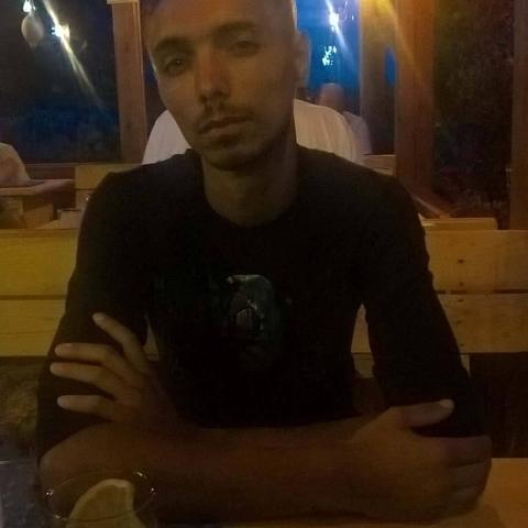 János, 37 éves társkereső férfi - Csősz
