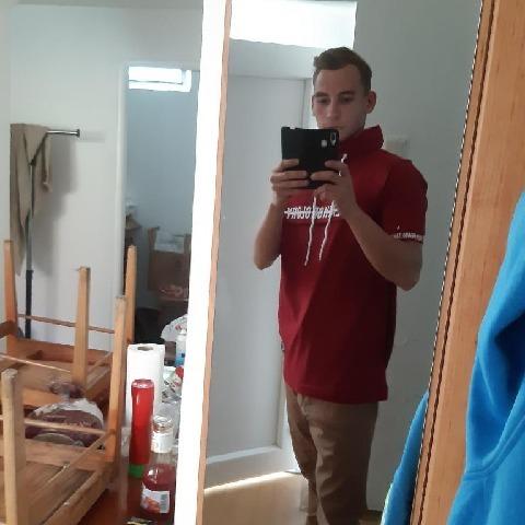 Jani, 24 éves társkereső férfi - Medgyesbodzás