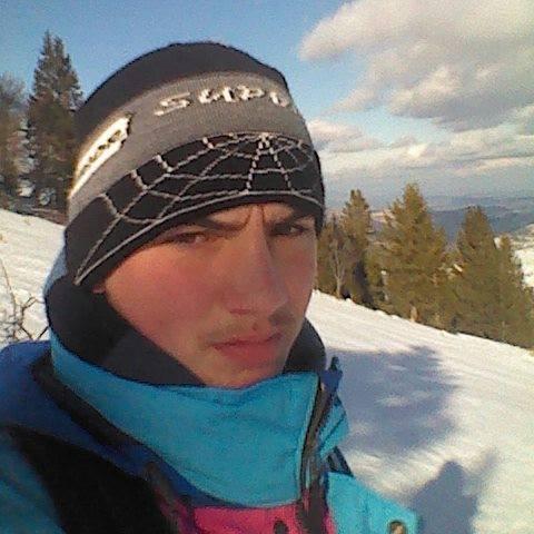 Zoli, 22 éves társkereső férfi -