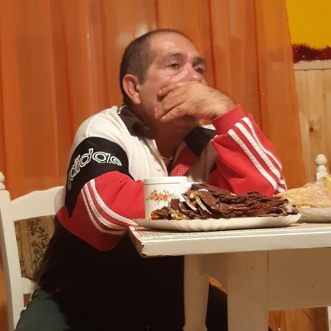 Gyula, 56 éves társkereső férfi - Köröm