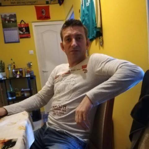 László, 48 éves társkereső férfi -