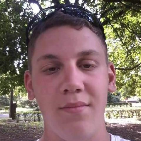 Nándor , 22 éves társkereső férfi - Debrecen