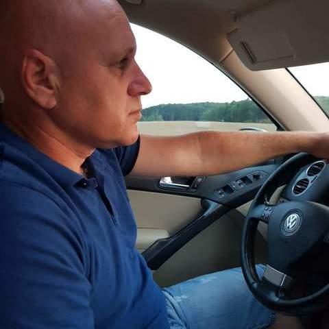 Csaba , 44 éves társkereső férfi -