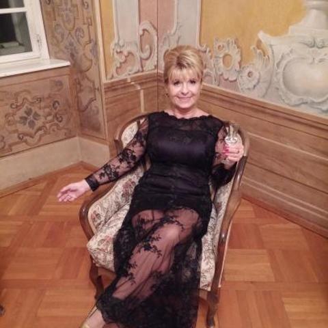 Erika, 63 éves társkereső nő - Győr