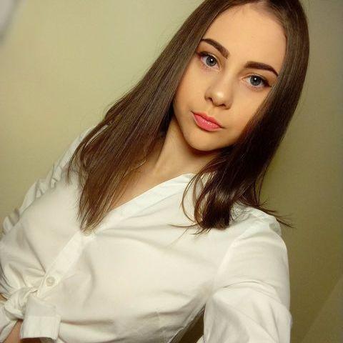 Lívia, 18 éves társkereső nő - Debrecen