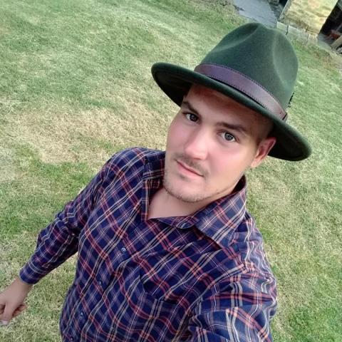 Viktor, 24 éves társkereső férfi - Győr