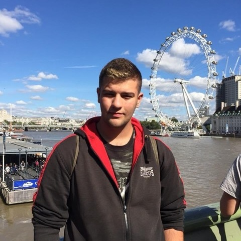 Tamás, 21 éves társkereső férfi - Debrecen