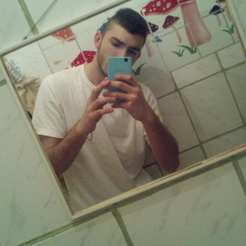 Zsigmond, 20 éves társkereső férfi - Miskolc