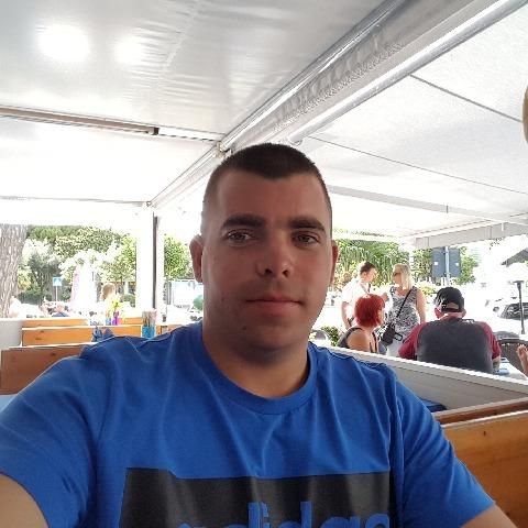 Péter, 31 éves társkereső férfi - Veszprém