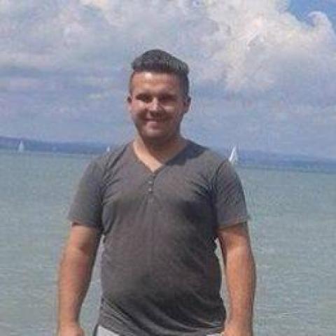 Levente, 21 éves társkereső férfi - Kölesd
