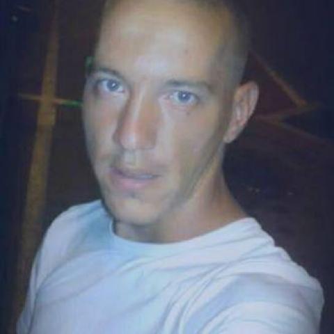 Márió, 27 éves társkereső férfi - Köröm