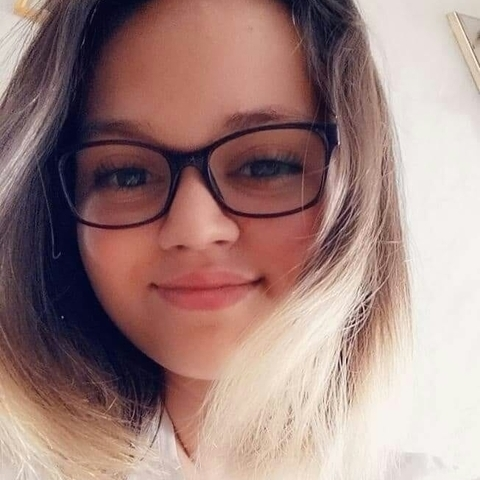 Csenge, 16 éves társkereső nő - Pomáz