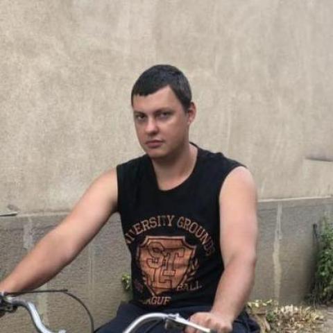 Laci, 25 éves társkereső férfi - Apc