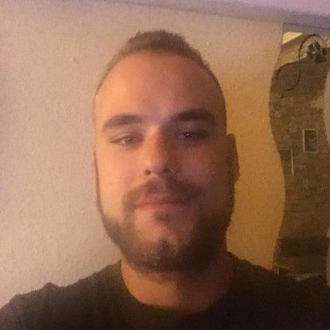Geri, 24 éves társkereső férfi -