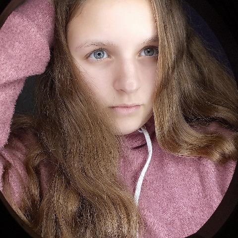 Angi, 20 éves társkereső nő - Salgótarján