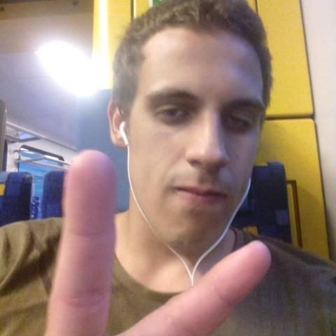 Miklós, 23 éves társkereső férfi - Debrecen
