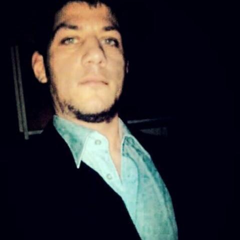 Robert, 26 éves társkereső férfi - Mikekarácsonyfa
