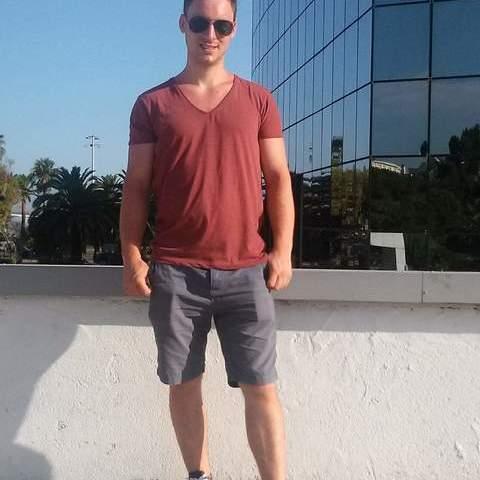 Aron, 30 éves társkereső férfi -