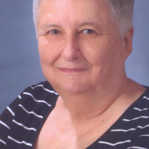 Ági, 69 éves társkereső nő - Komló