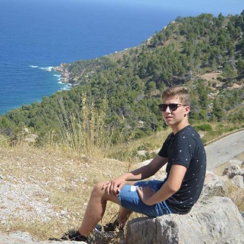 Olivér, 18 éves társkereső férfi - Nyíregyháza