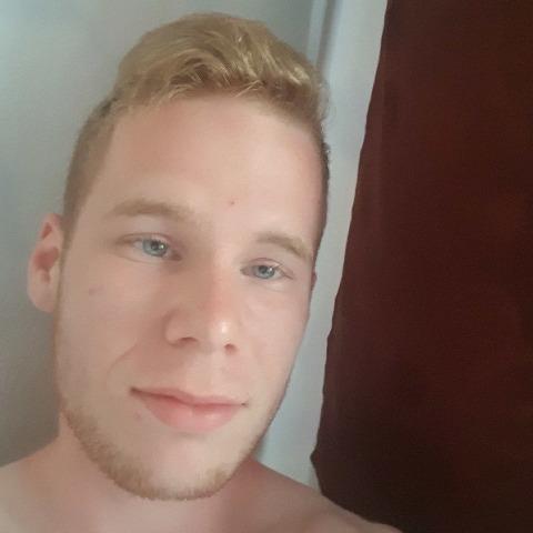 David, 18 éves társkereső férfi - Székesfehérvár