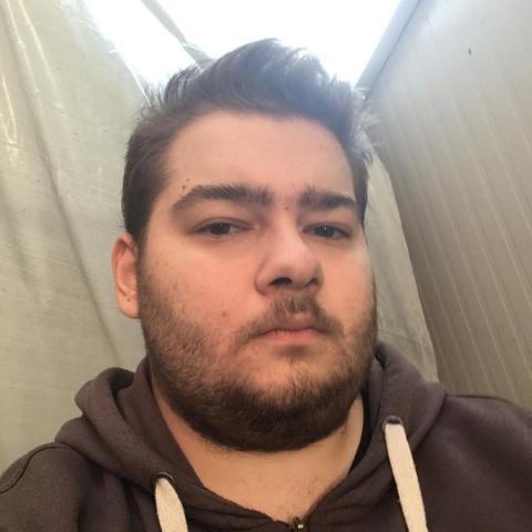 Tamás, 20 éves társkereső férfi - Debrecen