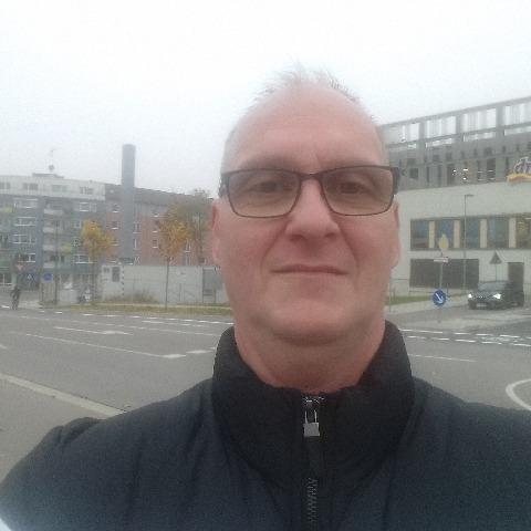 Csaba, 50 éves társkereső férfi -