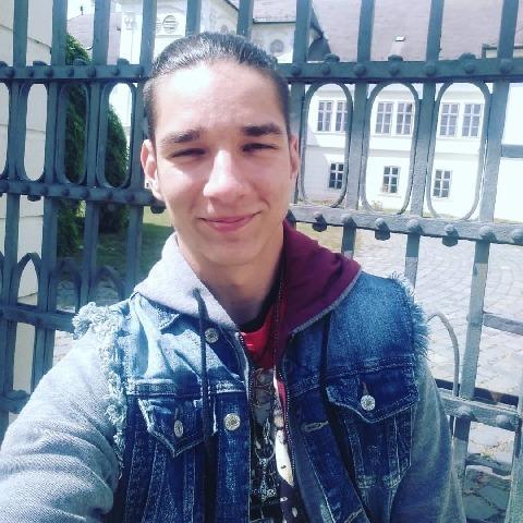 Milán, 22 éves társkereső férfi - Szalmatercs