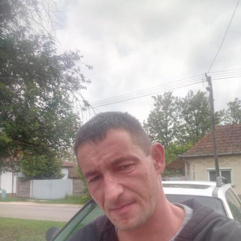 Feri, 39 éves társkereső férfi - Csanádapáca