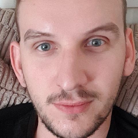Gyula, 27 éves társkereső férfi -