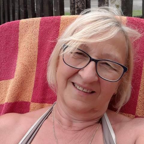 Ari, 60 éves társkereső nő - Csörög