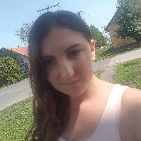 Laura, 18 éves társkereső nő - Nagykamarás