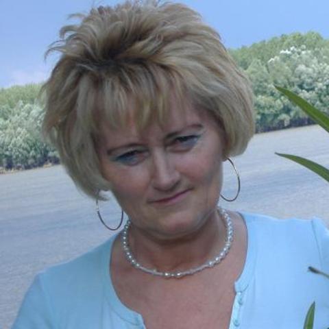 Sarolta, 62 éves társkereső nő - Szekszárd