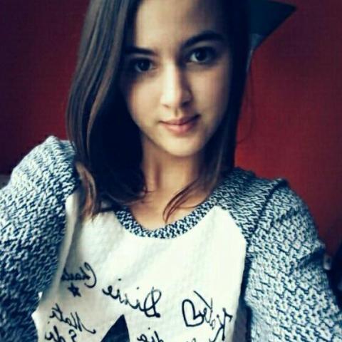 Petra, 20 éves társkereső nő - Tolna
