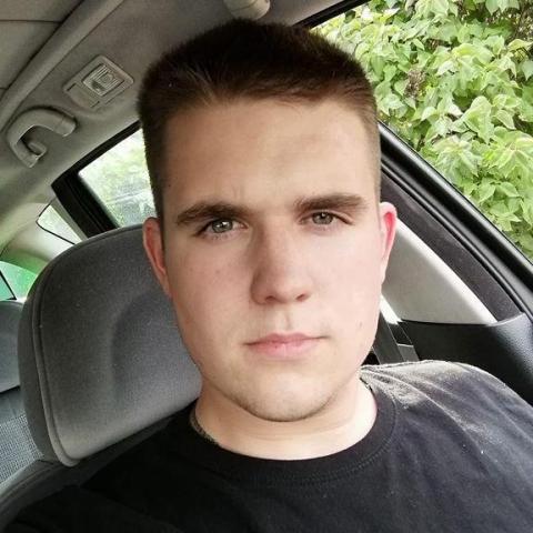 Benjamin, 22 éves társkereső férfi - Paks