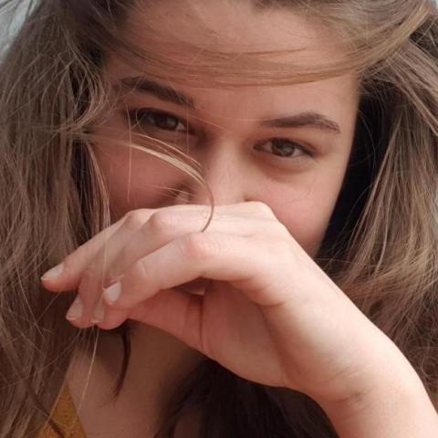 Emőke, 23 éves társkereső nő - Pécs