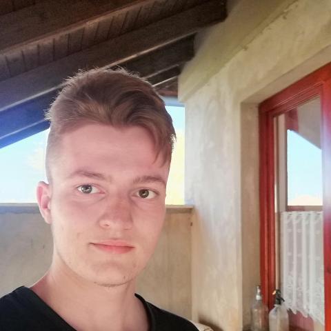 Krisztián, 21 éves társkereső férfi - Ruzsa