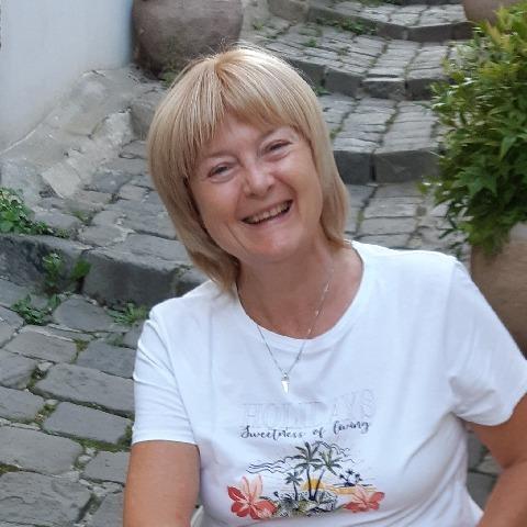 Évi , 61 éves társkereső nő - Szentendre