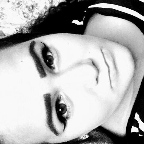 Nádiin, 23 éves társkereső nő - Dég