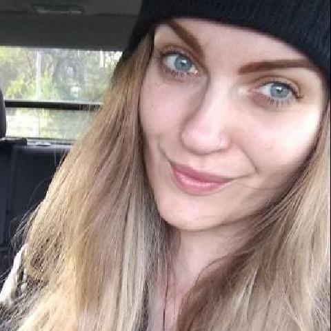 Flóra, 26 éves társkereső nő - Miskolc