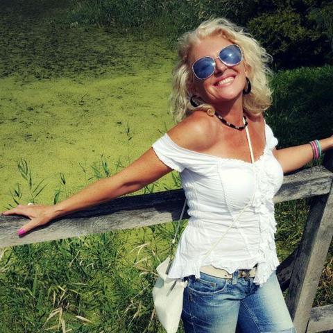 Andrea, 56 éves társkereső nő - Szada